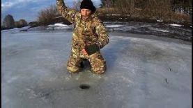Ловля плотвы на Чертик. Зимняя рыбалка на безмотылку.